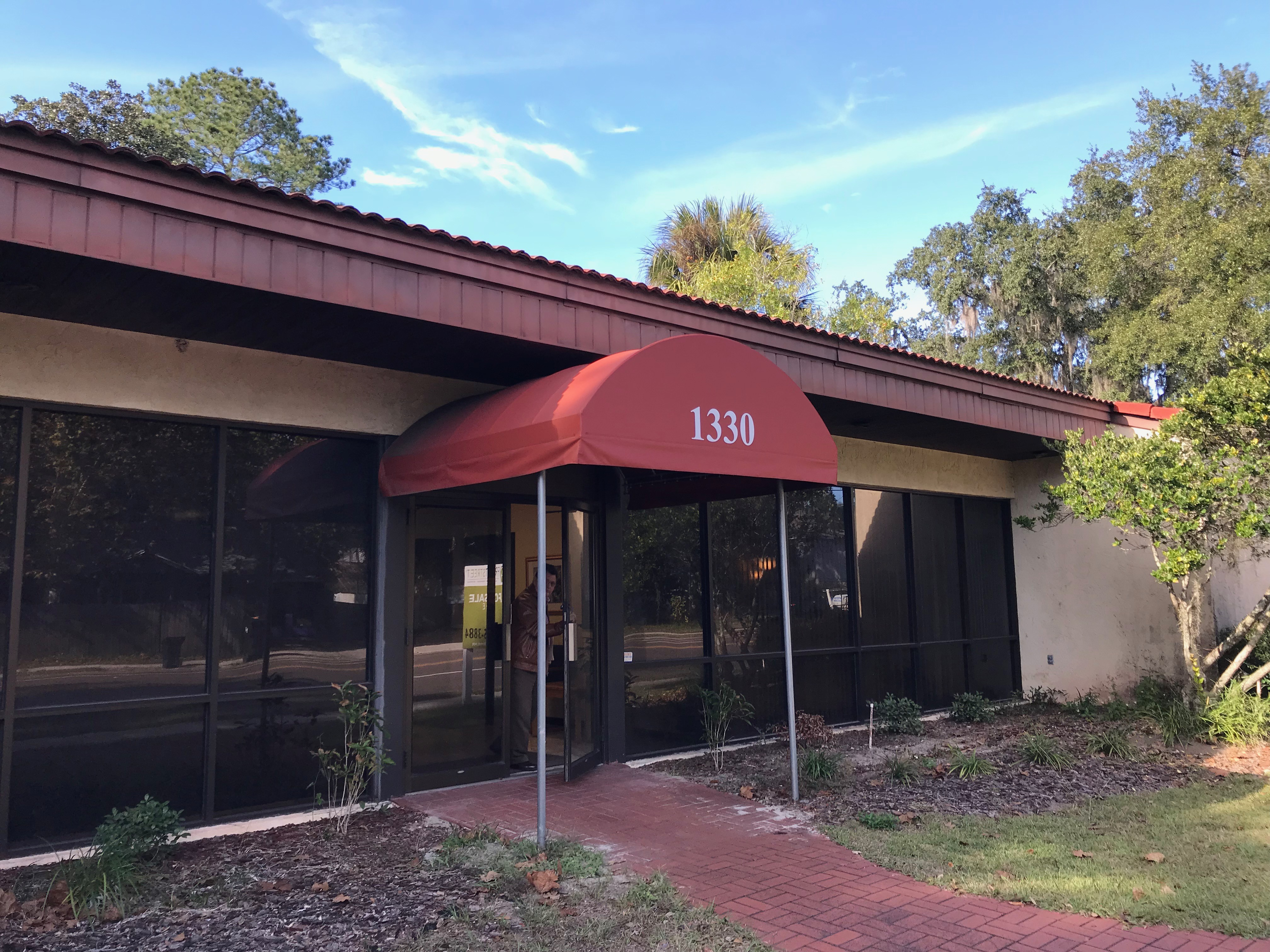 Office suite in well maintained office building close to the University of Florida and downtown Gainesville.