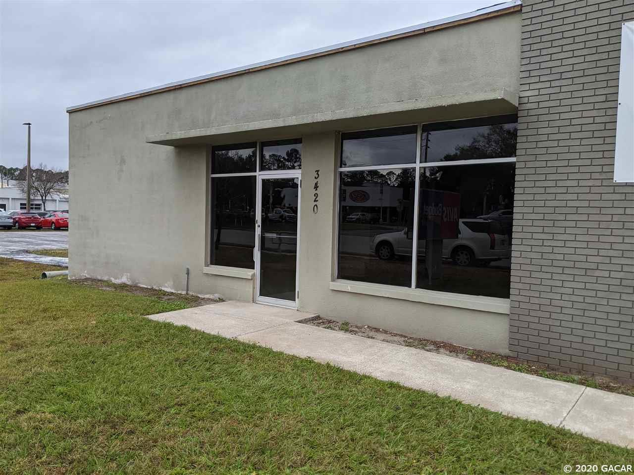 Outstanding retail/office opportunity for lease on heavy traffic North Main ST.